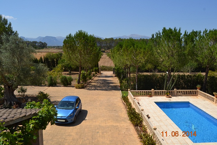 Villa, swimming pool, countryside, parasol property rentals, Jan Dexter, Sencellas,