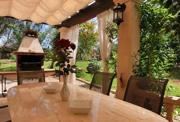 terrace, villa, swimming pool, parasol property rentals, Jan dexter, countryside