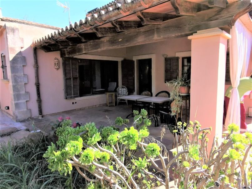 Fascinating rural house with large garden for sale in Binissalem Mallorca