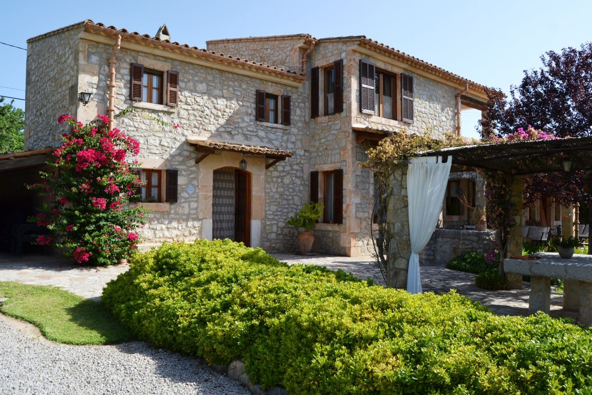 Luxury Country house with swimming pool for sale in Binissalem Mallorca