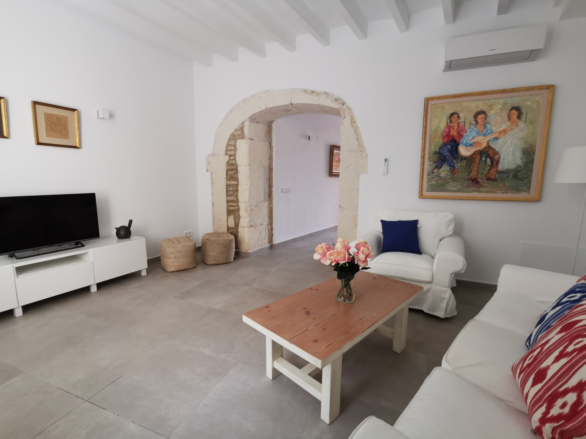 Reformed townhouse with pool for sale in Campanet Mallorca Tourist license