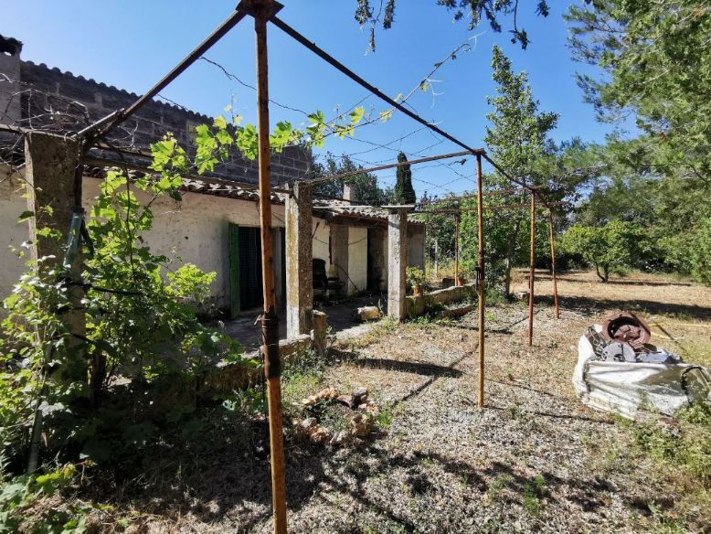 Incredible potential in this property for sale to reform in rural Mallorca