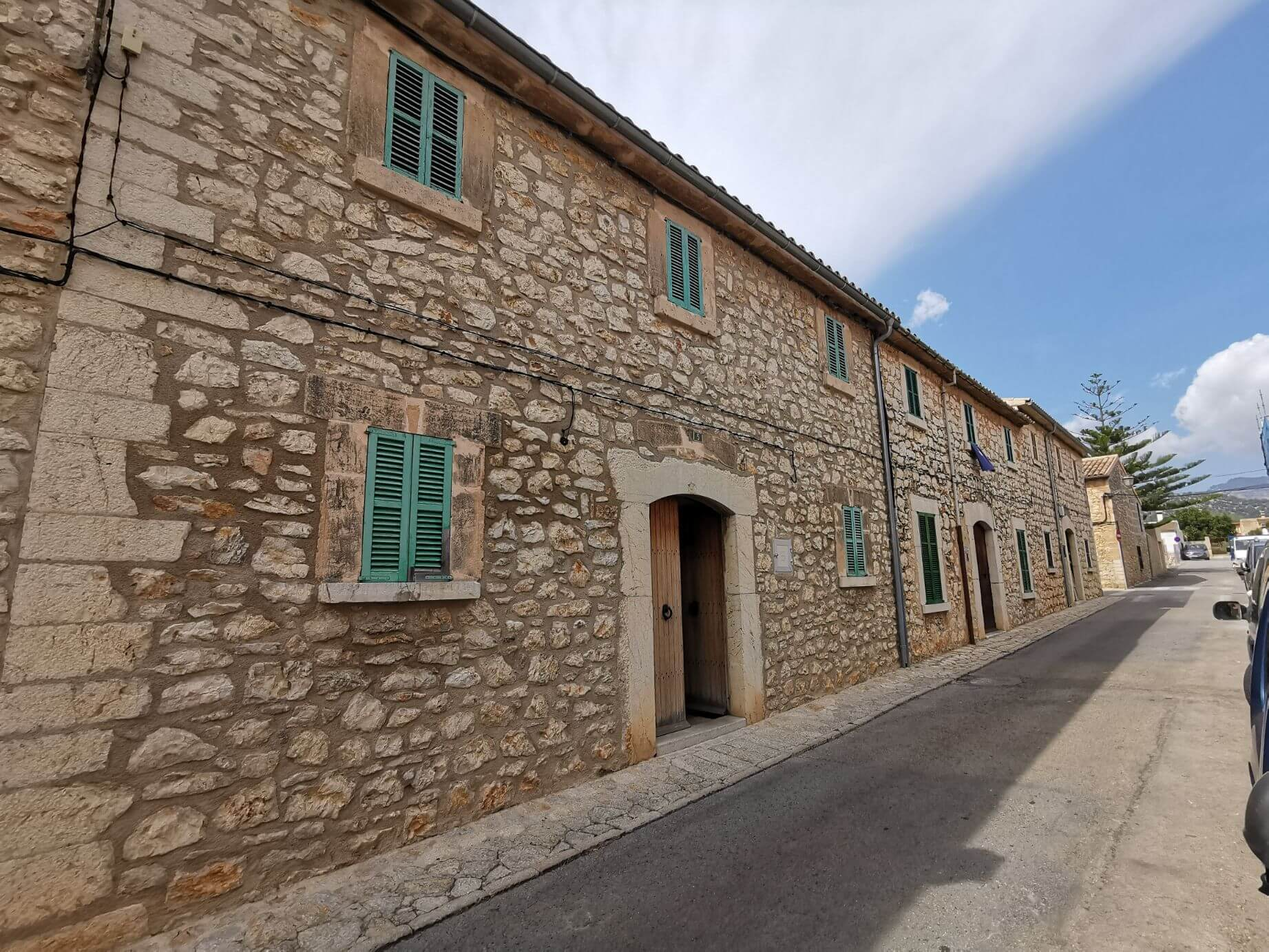 SOLD! Partly reformed townhouse with garage for sale in Binissalem Mallorca