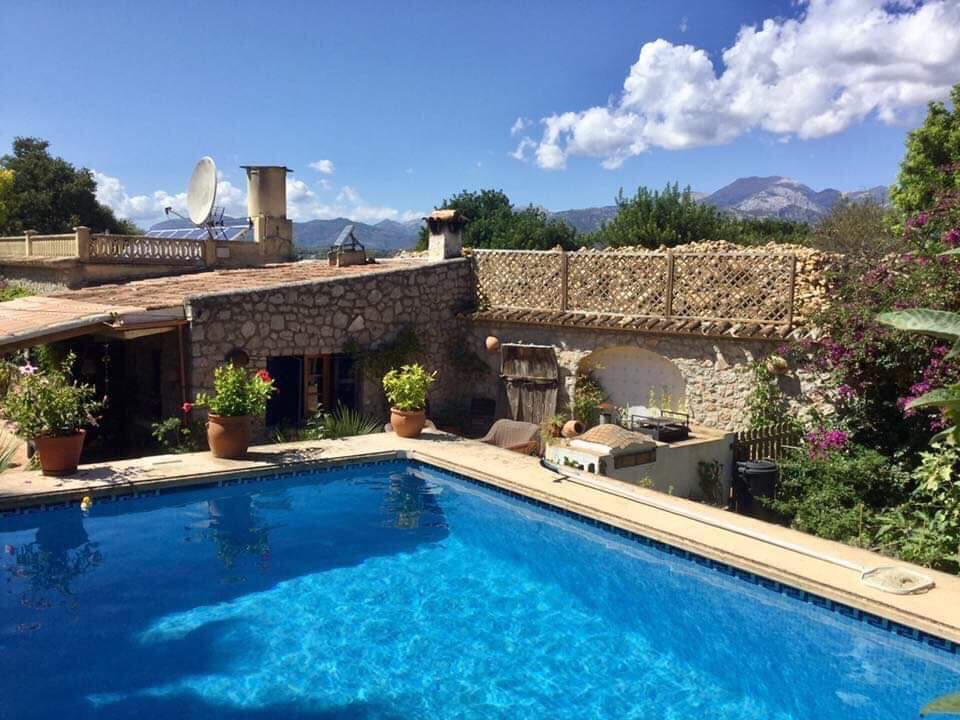 Pretty rustic cottage for sale with country garden Buger Mallorca