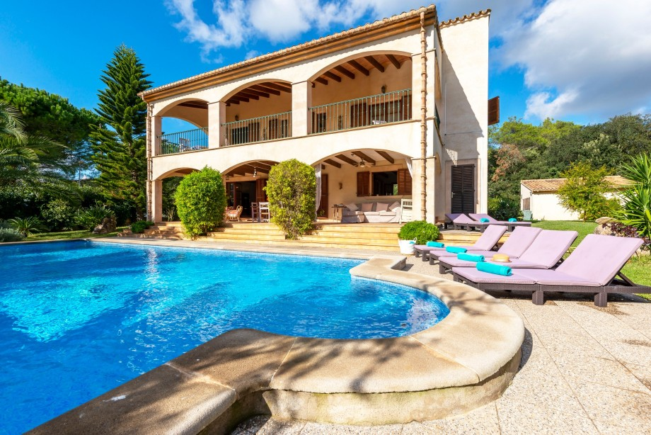 Can Piño Beautiful large holiday villa with pool near Pollensa Mallorca