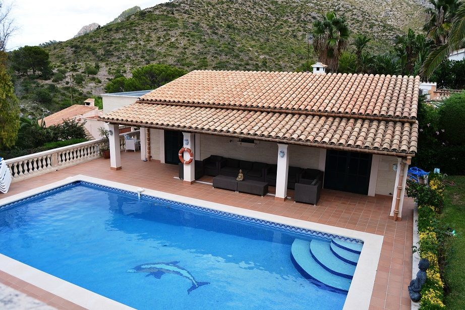 Villa Malva a luxury large holiday villa to rent in Alcudia with heated pool