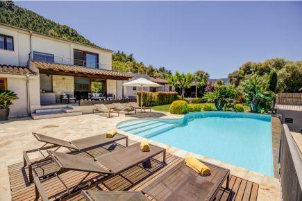 Luxury holiday villa within walking distance of Pollensa Mallorca