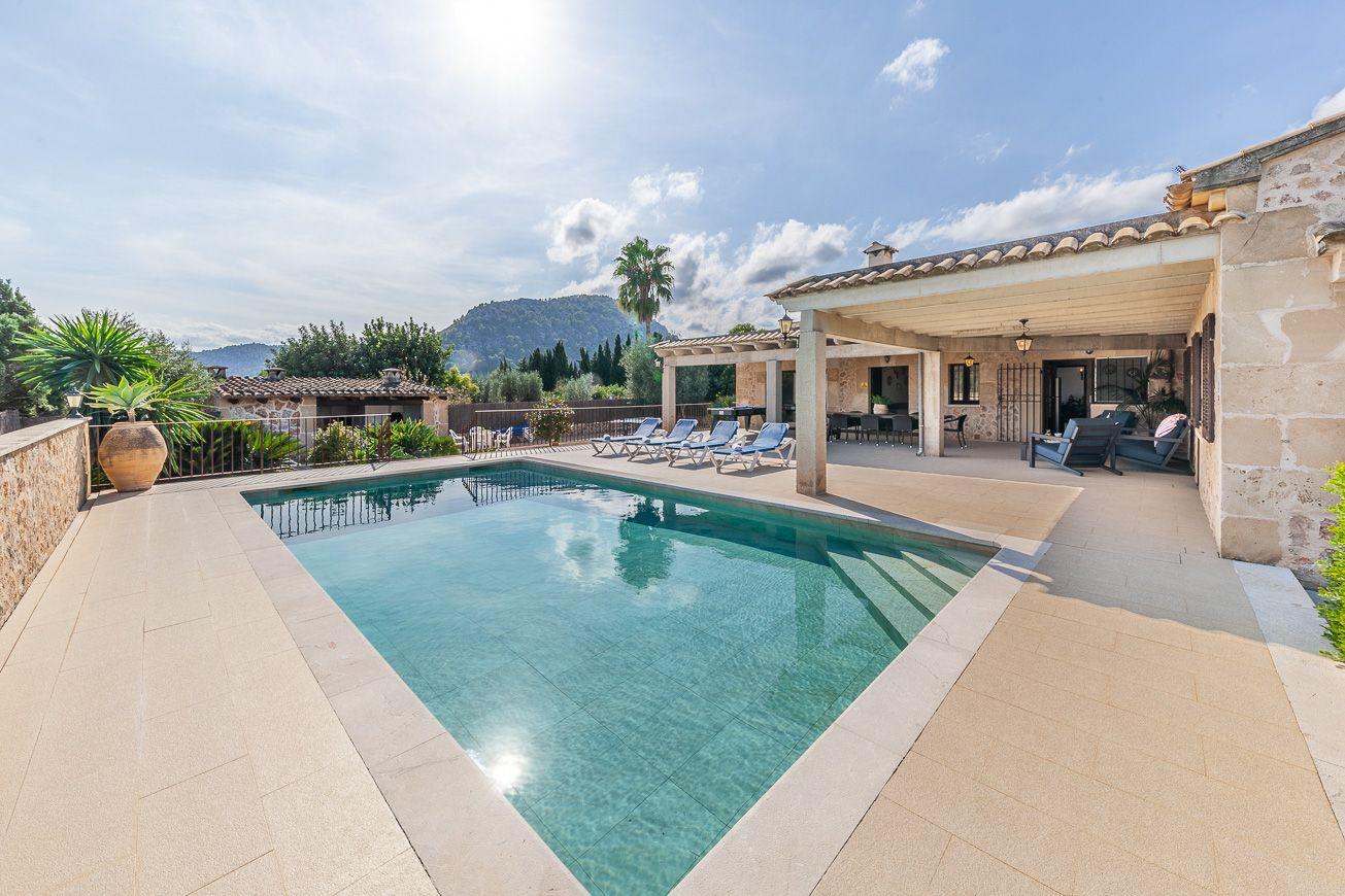 Traditional 4 bedroom holiday villa Pollensa Mallorca