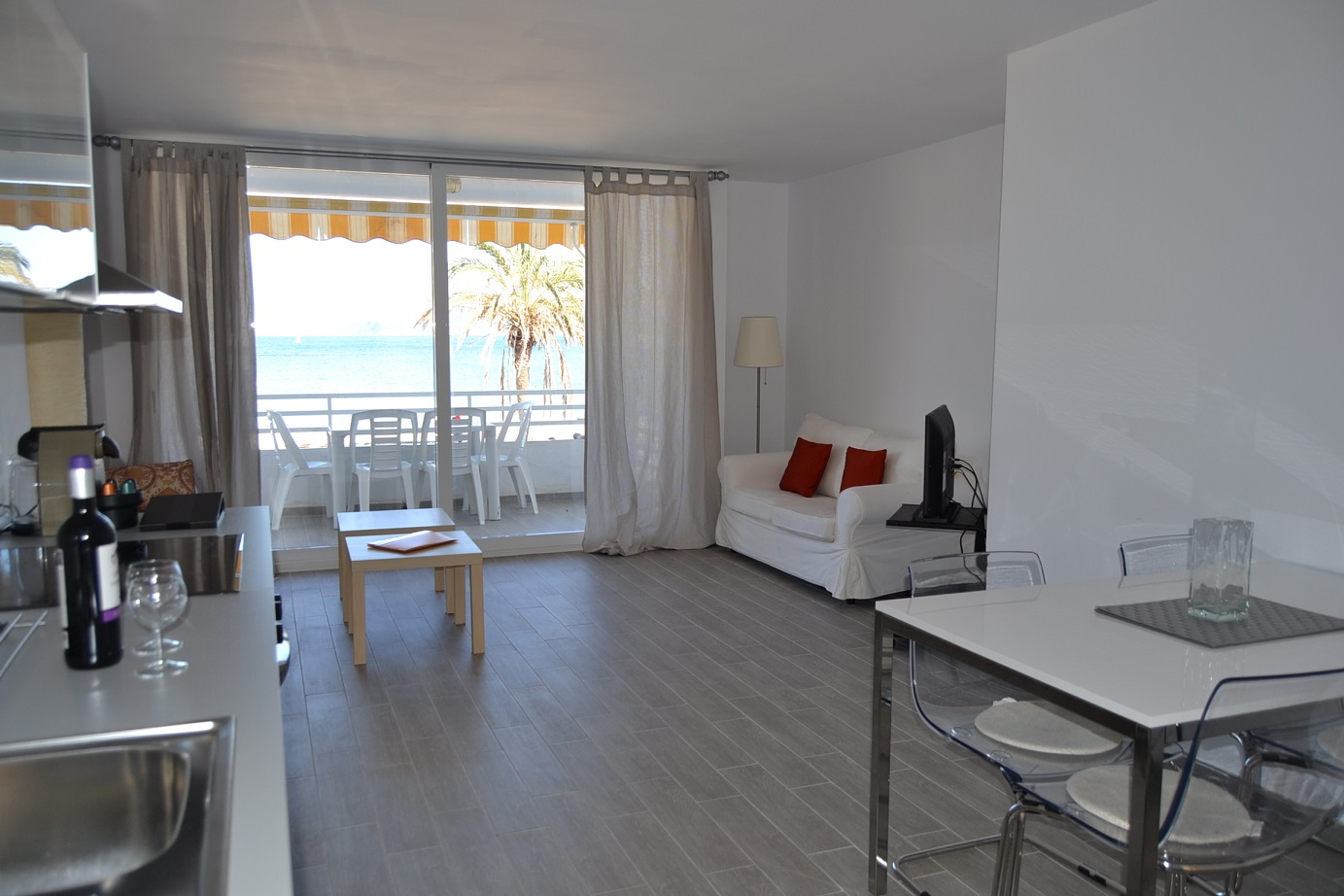 Stunning one bedroom sea view apartment for long term rental in Puerto Pollensa Mallorca