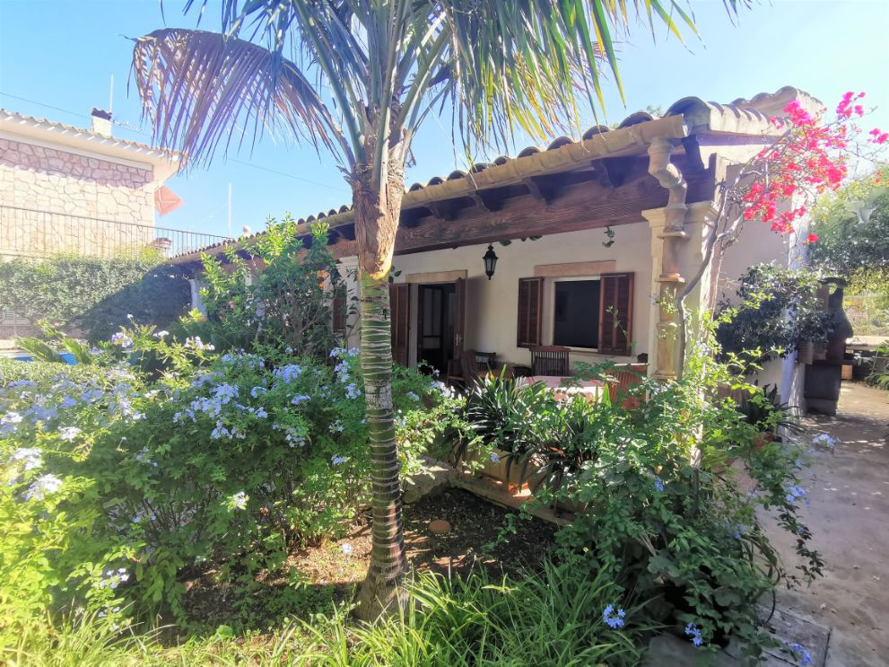 Interesting villa for sale close to the beach and offering huge potential